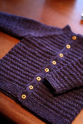 Free Ravelry baby sweater pattern