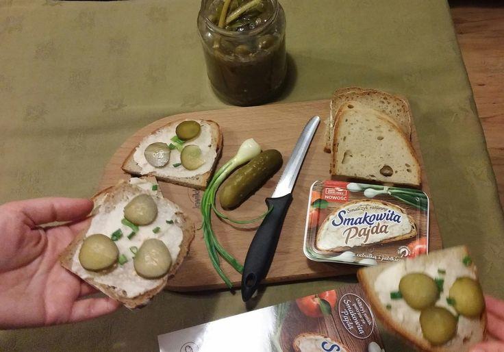 Testowanie i rekomendacje smalczyku roślinnego #SmakowitaPajda rozpoczęte. Smalczyk rewelacyjnie smakuje z chlebem. Jest w 100% roślinny, nie zawiera konserwantów i tłuszczów utwardzonych. Polecam :)  #SmakowitaPajda #SmalczykRoślinny https://www.facebook.com/photo.php?fbid=530378093810785&set=o.145945315936&type=3&theater
