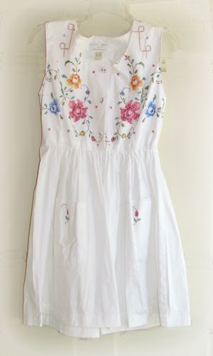 twobutterflies: refashion vintage tablecloth?