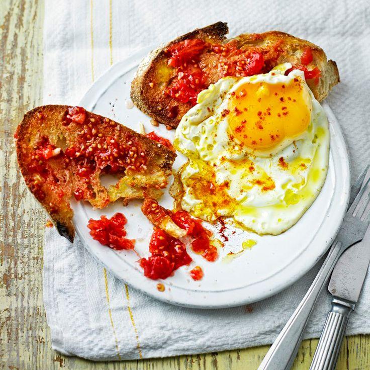Tomaten toast met gebakken eieren