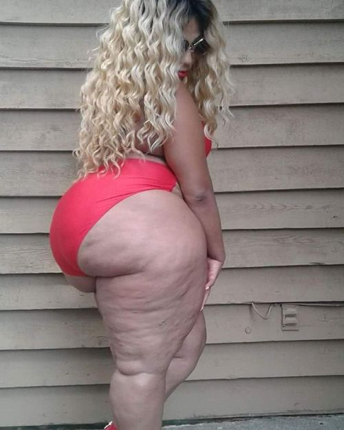 image Juicy marshmallow pawg in leggings candid 2