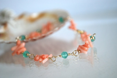Grønn Onyx og Korall i armbånd-  Green Onyx and Coral Bracelet.