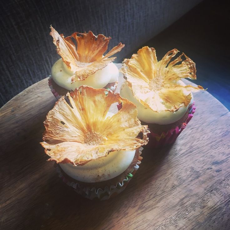 Hummingbird cupcakes pineapple flowers pineapple