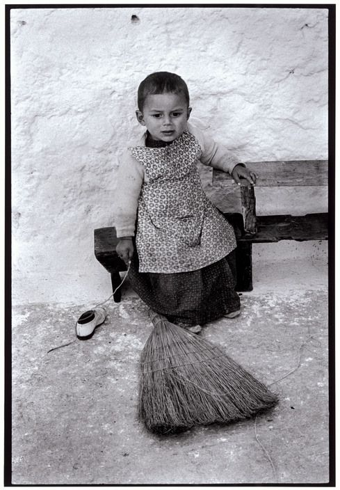 Όλυμπος Καρπάθου. Παιδί έξω από το σπίτι (1966)