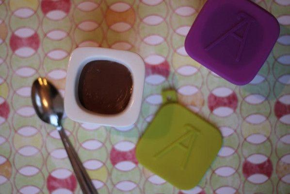 J'ai découvert il y a quelques temps une page facebook bien sympathique... remplie de recettes thermomix.. Au gré de mes envies... CLIC.. je suis tombée sur cette recette de crème dessert au chocolat toute simple. et je suis de suite allée en cuisine...