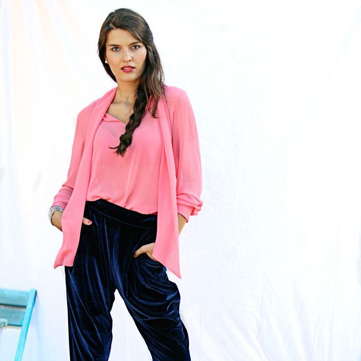 @pantone ha dicho azul y rosa... Y nosotros manos a la obra Seda y terciopelo❤️ www.navdra.com #navdra #women #style #pink #blue #colours #pantone #girls #shopping #shop #store