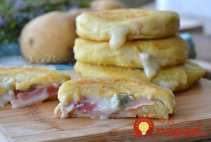 Sú+rýchle+a+u+nás+veľmi+obľúbené.+Namiesto+klasických+zemiakových+placiek+nasiaknutých+olejom+pripravujem+tieto+a+sú+ešte+lepšie.+Ochutnajte+a+uvidíte+sami.++++Potrebujeme:++600+gramov+zemiakov++1+vajce++30+g+masla++150+g+hladkej+múky++50+g+parmezánu+nastrúhaného+najemno++Soľ++Šunku