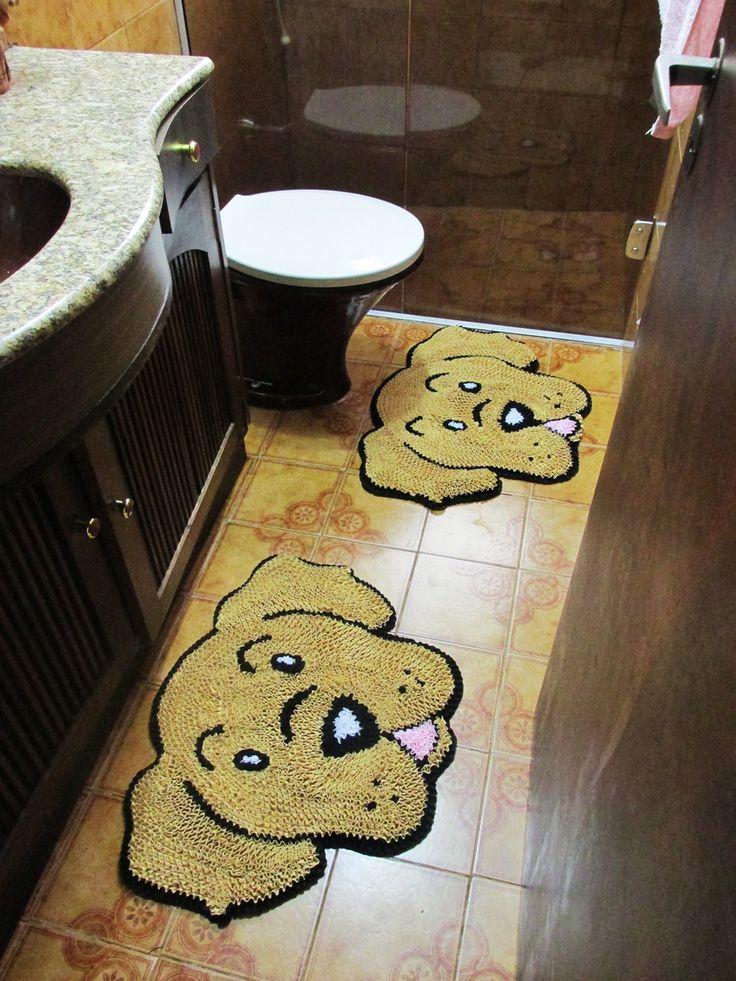 Tapete Frufru com Anti derrapante. <br>O Kit banheiro possui 2 tapetes. <br> <br>Tamanho de cada tapete: 63x52cm <br> <br>Como lavar o seu tapete: Você pode lavá-lo a mão ou até mesmo na máquina. Neste caso, deve ser lavado separadamente de qualquer outra peça e no modo delicado.