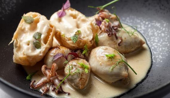 Жареные кальмары с луковым пирогом, пошаговый рецепт с фото