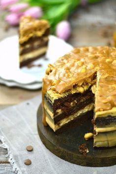 Erdnuss-Karamell-Schokokuchen oder Snickers in Kuchenform | Das Knusperstübchen
