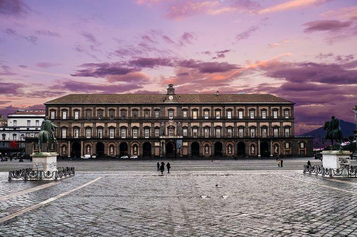 Napoli in un Pin: Royal Palace of Naples - Palazzo Reale