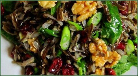 Салат из дикого риса, грецких орехов и нута (без варки)
