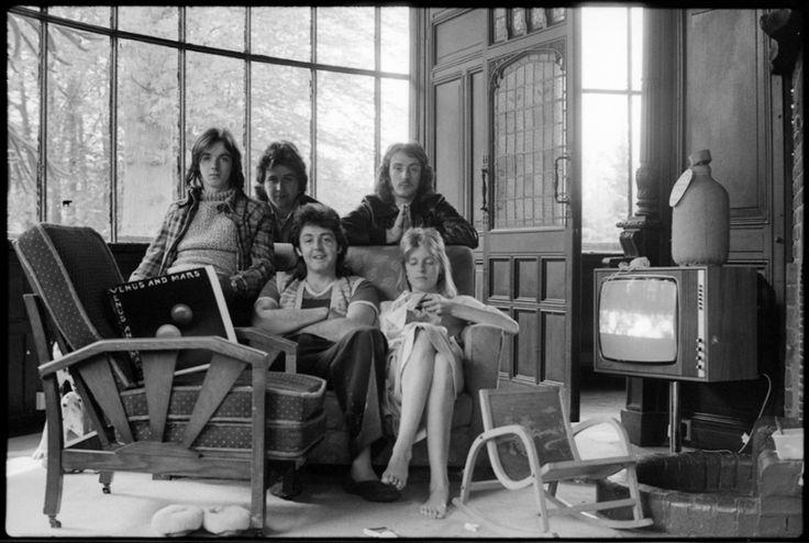 Jimmy McCulloch, Joe English, Denny Laine, Paul McCartney and Linda McCartney, 1976.