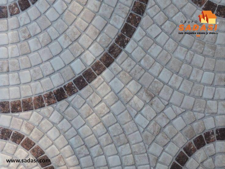 #hogar LAS MEJORES CASAS DE MÉXICO. La cerámica es un material ideal para el piso del exterior, gracias a su resistencia y textura rústica. Además, los podemos encontrar ya en baldosas con diferentes diseños o realizarlos de acuerdo a nuestros gustos, combinando diversos colores y tamaños. En Grupo Sadasi usted puede ejercer su crédito INFONAVIT o FOVISSSTE, para adquirir su casa en nuestros desarrollos. informes@sadasi.com