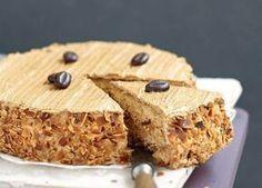 Facile à réaliser avec cette recette pas à pas, le moka est un dessert incontournable de la cuisine française. Fait maison, il n'en est que meilleur avec sa crème au beurre aromatisée au café et son biscuit.