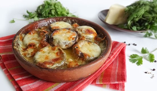 Грибы с сулугуни на кеци (Mushrooms, Sulguni Cheese in Clay Pots )
