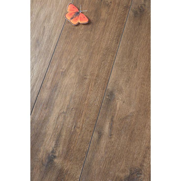 Das Aussehen der TreverkHome erinnert an einen Waldspaziergang. Natürlichkeit, Wärme und die Haptik des Materials sind das Besondere dieser Fliese in Holzoptik. Die TreverkHome hat eine glatte Oberfläche und ist in vier Farbvarianten verfügbar. Sie ist ideal für Bad, Küche und Wohnraum. Die Bodenfliese ist in der Farbe kastanienholz in dem Format 30×120 erhältlich. #bodenfliesen #fliesenmax #holzfliesen