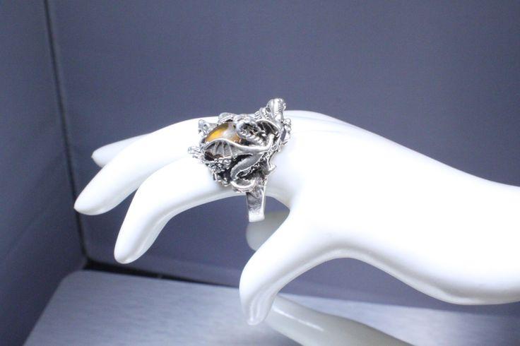 Anillo de dragón de ámbar... de Mineralartinsilver en Etsy https://www.etsy.com/es/listing/466781880/anillo-de-dragon-de-ambar