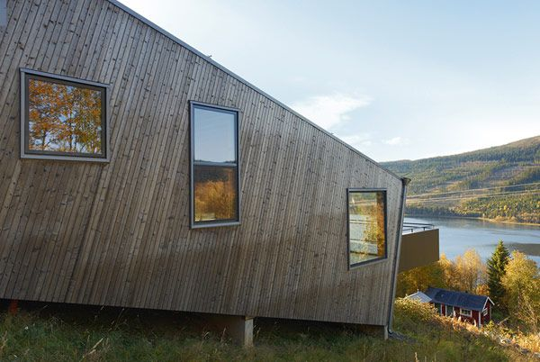 Architectural, View The Front Of The Left Steep Slove House With Lands And Large Lake: Cool Three Identical Homes Taking Advantage of a Stee...