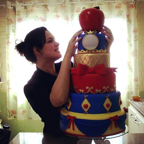 Another great Snow White tiered cake.