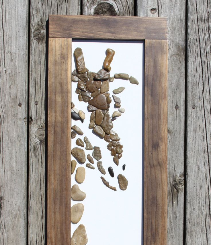 Hallo Giraffe entstand mit Steinen aus dem östlichen Ufer des Lake Michigan. Jeder Stein wurde handverlesen, gereinigt, vorbereitet und für dieses besondere Kunstwerk gewählt. Der Rahmen wurde speziell für dieses Stück gebaut und ist auf das Kunstwerk befestigt. Es hat hängende Kabel auf der Rückseite angebracht, so ist es fertig zum Aufhängen! Außerhalb des Frame-Messungen sind: 13W x 43,25 h