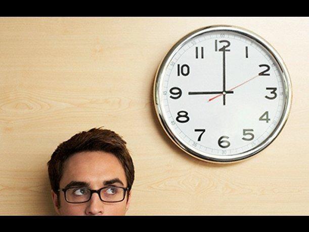 Los trabajadores que superen la jornada máxima legal (o contractual) tienen derecho al pago de horas extras por su trabajo.