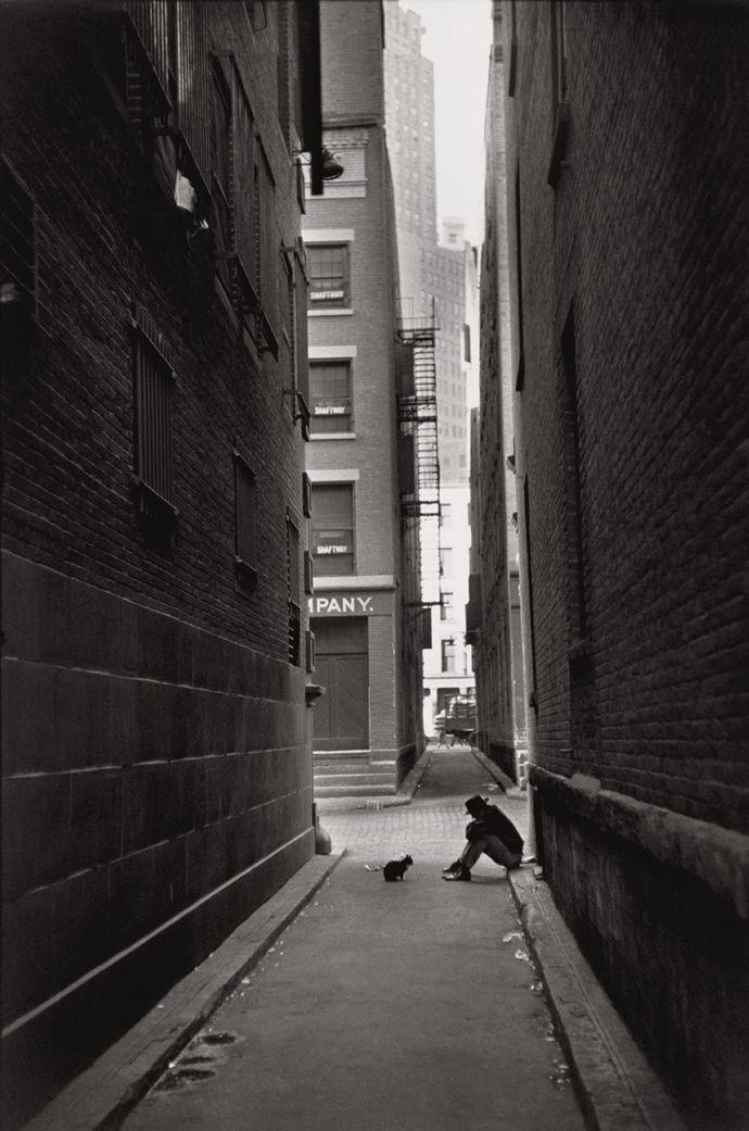 Source : http://abduzeedo.com/classic-photography-henri-cartier-bresson        Photographer : Henri Cartier Bresson