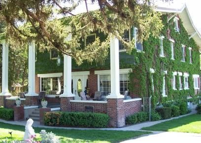 Warm Springs Inn Bed and Breakfast - Wenatchee, Washington. Wenatchee Bed and Breakfast Inns - for the gardens