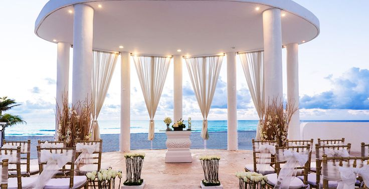 Perfect setup for a glamorous wedding at  Le Blanc Spa Resort in Cancun, Mexico | Palace Resorts Weddings ®