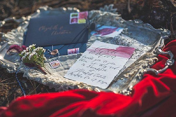 Calligraphy wedding invitation | Image by Myke & Teri Photography