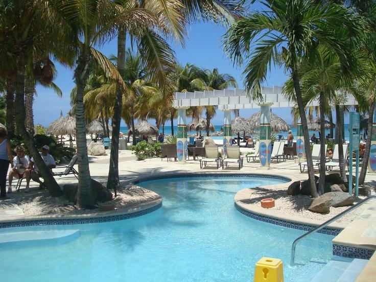 Un hermoso hotel para la estadía en Aruba.    Fuente: juanjosemora.com.ve