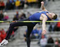 Le champion olympique au saut en hauteur Derek Drouin a établi un record du monde avant de terminer en quatrième...