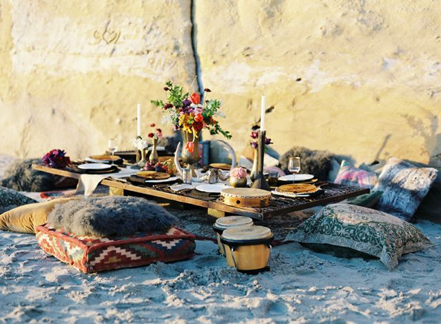 : At The Beaches, Outdoor Picnics, Moroccan Rugs, Bohemian Beaches Wedding, Dinners, Cushions, Beaches Parties, Beaches Wedding Setup, Beaches Picnics