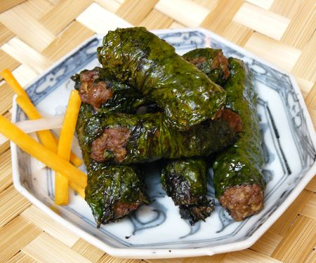 Thit Bo Nuong La Lot or Beef in Wild Betel Leaf...great app! I love it when my mom's bestie makes them..mmm!