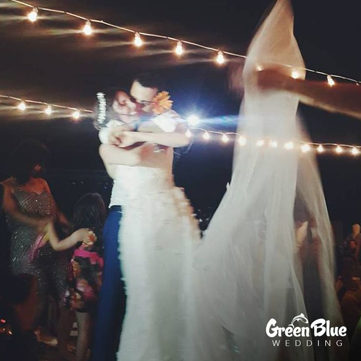 """Mutluluktan uçtuğun """"O An"""" 🎈  Görsel: @plnaknc İletişim: 0533 226 5338 #greenbluesapanca #wedding #kırdüğünü #düğün"""