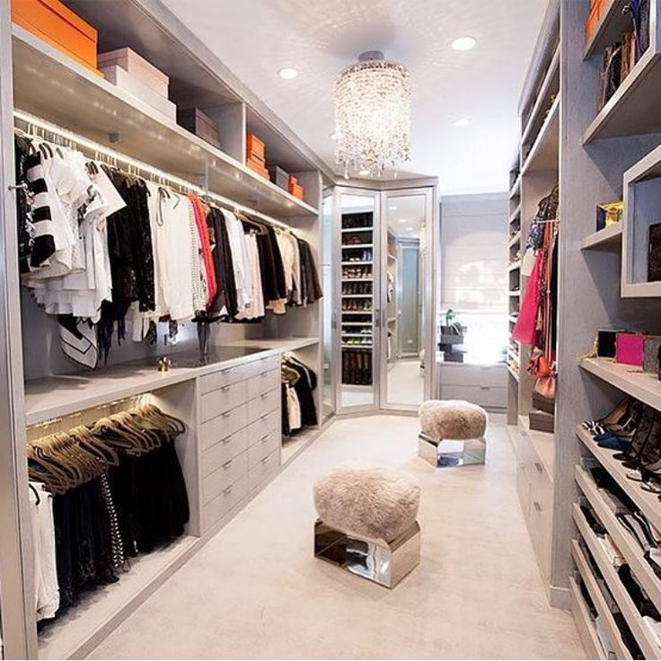 17 best images about dressing room on pinterest walk in closet jewelry drawer and closet island. Black Bedroom Furniture Sets. Home Design Ideas