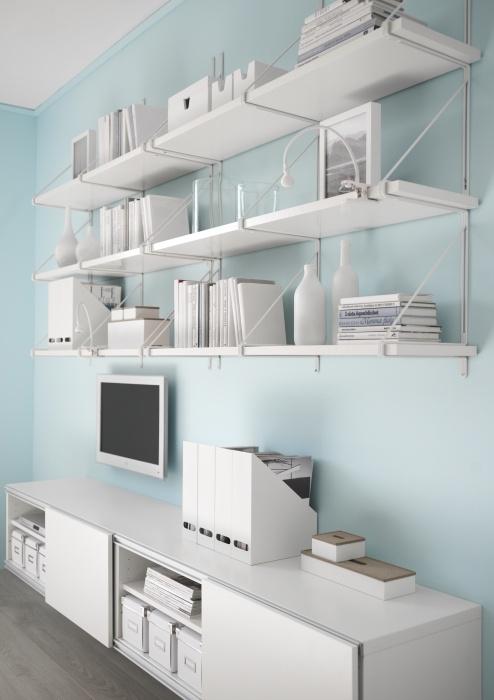 EKBY JÄRPEN shelves and EKBY GÄLLÖ brackets bring beautiful uniformity to a media room