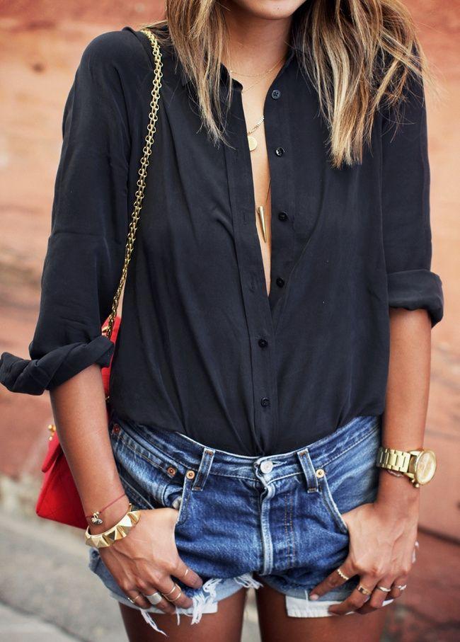 Bijoux dorés + chemise noire + short en jean (blog Sincerely Jules)