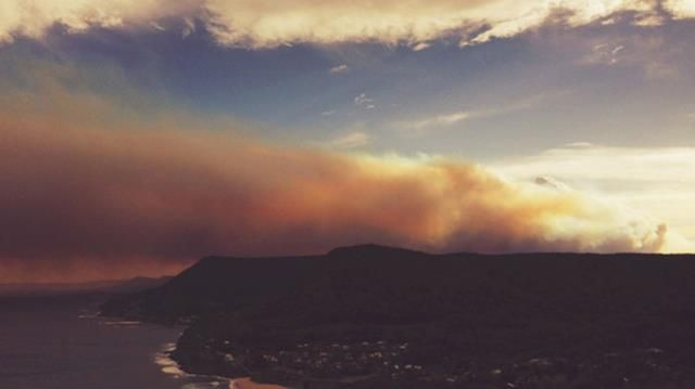 Another shot from Chrisy Wong at Wollongong that captures the fast moving smoke cloud.