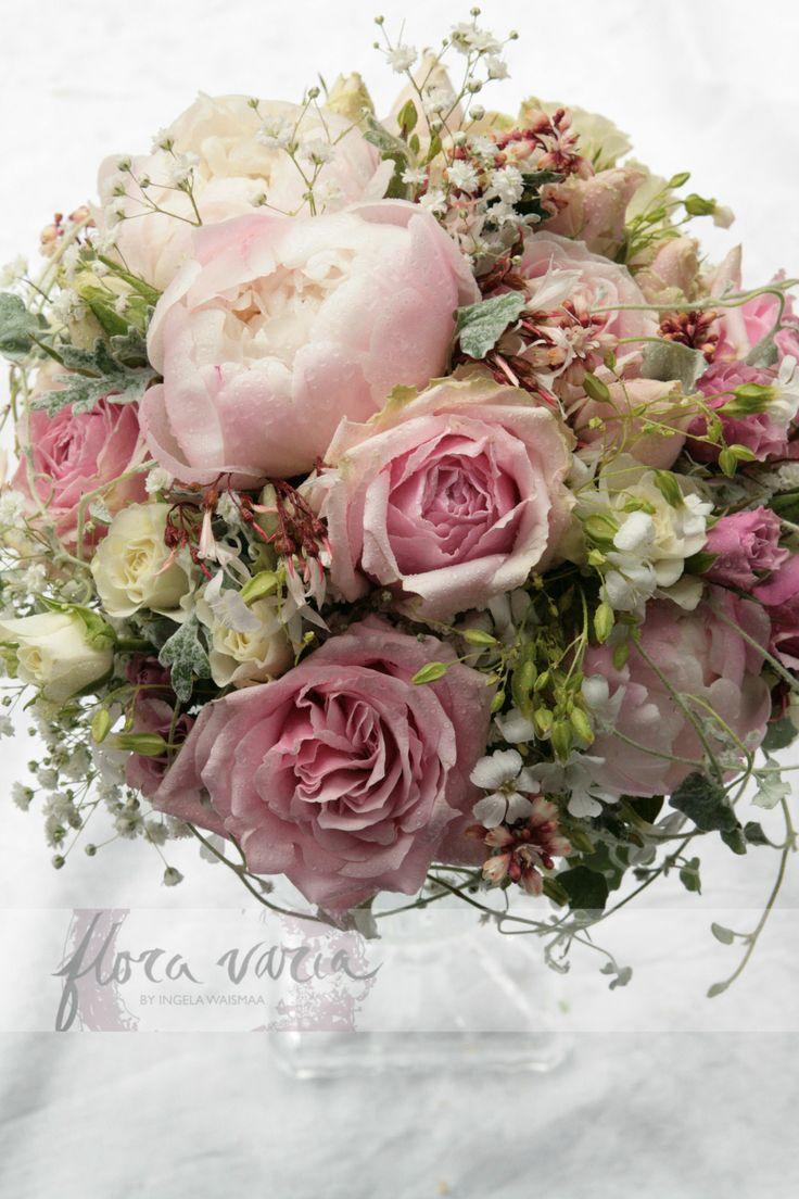 Bridal bouquet by Ingela Waismaa @Flora varia. #wedding #flowers #bridalbouquet #floravaria