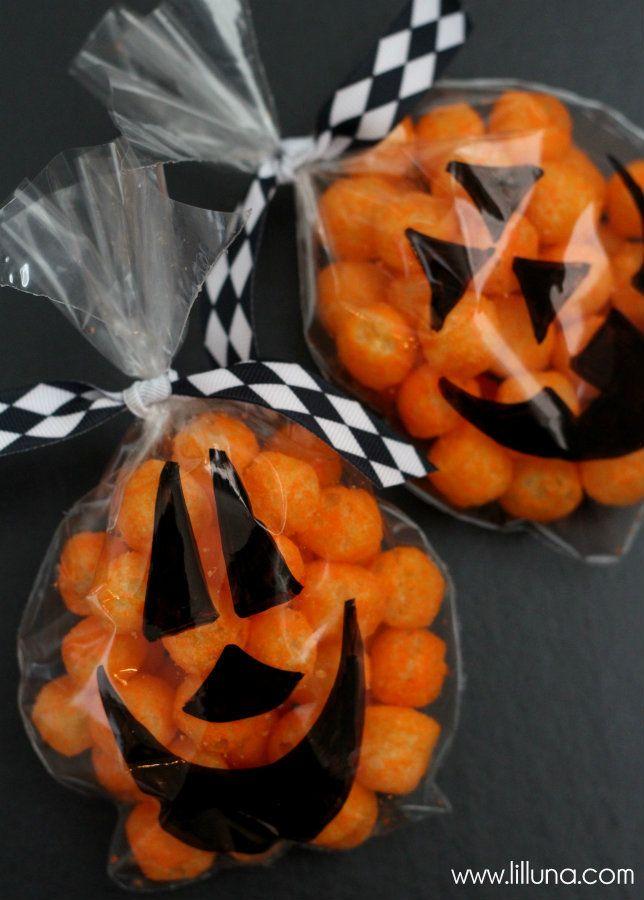 Bolsas de celofán personalizadas como calabazas para halloween. #IdeasHalloween
