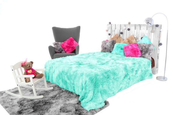 Chlpaté OMBRE prikrývky a deky mentolovej farby na posteľ