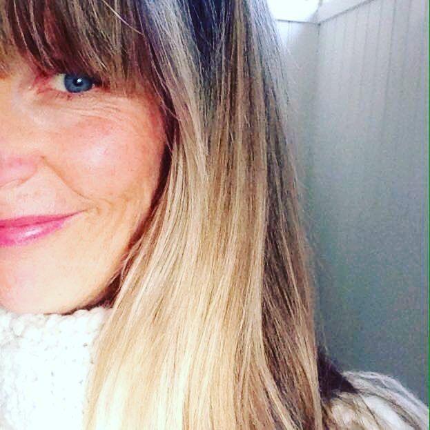 Det här är Madelene Hillman en av våra fantastiska Art Directors. I vårt senaste blogginlägg berättar hon om yrket som AD, vad som lockade med reklambranschen, inspirationskällor och så ger hon några gröna tips. Så in och läs på cordovan.se 🌸👓🎨