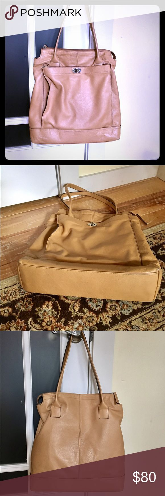Banana Republic Leather Tote Bag / Purse. Banana Republic Leather Tote Bag / Purse.  Tan color, soft leather in excellent condition.  Large tote with 1 zipper pocket and 2 other pockets inside to keep items organized. Banana Republic Bags Totes