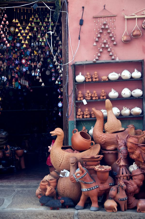 Of color and pottery: Day trip to Raquira, Colombia. Story by Nomad Musings.