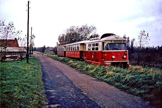 Tram op Hossenbosdijk (1966) Tussen Brielle en Vierpolders.