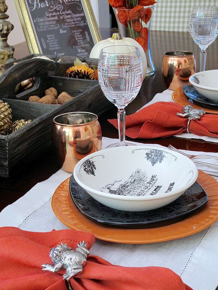 French Country Halloween tablescape | Setting a table using Halloween colors and elegant details | #Designthusiasm