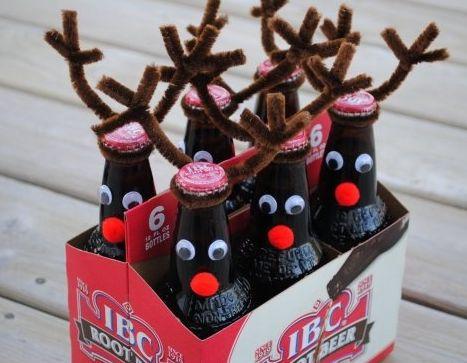 今年ももうすぐクリスマスがやってきます。クリスマスの楽しみの一つと言えば、大切な人に贈るプレゼント選びです。 でもみんなと同じ市販のものじゃつまらない・・・ そんな方にオススメの手作りのクリスマスギフトをご紹介します! 1.シナモンの香りのキャンドル 出典:http://www.interiordesignbox.com 購入したシンプルなキャンドルも一手間加えるだけで素敵なプレゼントに早変わりします。 キャンドルのまわりをシナモンスティックで囲んで輪ゴムで止めましょう。 輪ゴムは可愛いリボンで隠してしまえば、可愛いシナモンの香りのキャンドルの出来上がりです。 2.トナカイのビール 出典:http://www.interiordesignbox.com ビールやワインなどのドリンクを持参してホームパーティーに向かう時には、可愛いトナカイさんに返信させてしまいましょう。 目と鼻は画用紙かシール、ツノは100均や文房具店に売っている針金が通ったモールで作ることができます。 3.アロマワックスバー 出典:http://ameblo.jp…