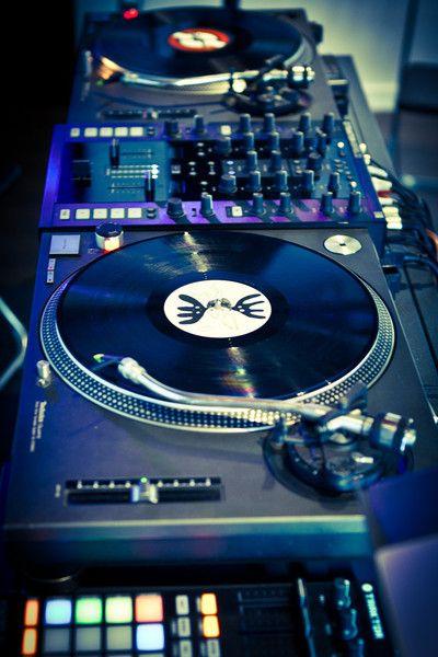 Corso Digital DJ e Electronic Music School | Imparare la professione del DJ da DJ professionisti - RE.CREATIVE 12.0 - DJ & Electronic Music ...