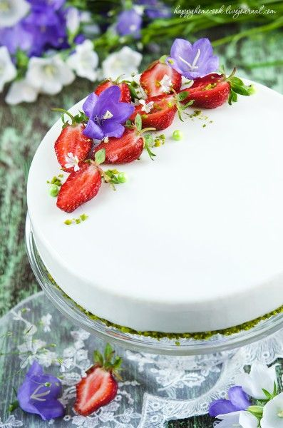 Клубнично-фисташковый торт под зеркальной глазурью - love to bake!